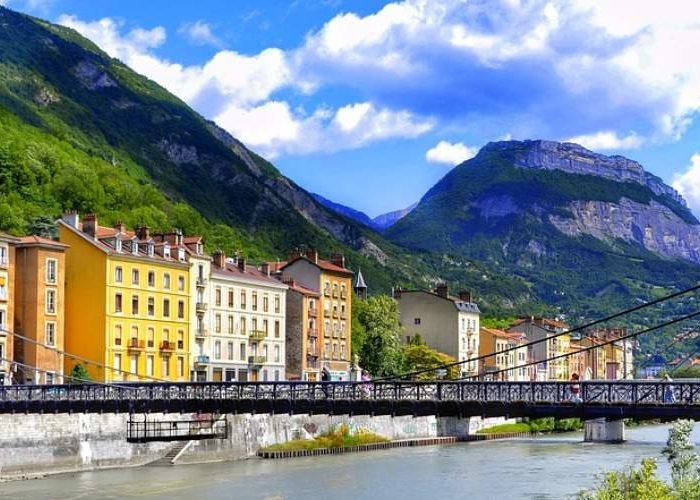 Route Napoléon en direction de Grenoble faites une halte au camping Montéglin